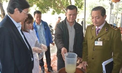 Người thứ 3 ở Hà Nội tử vong do ngộ độc rượu methanol