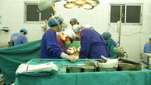 Bệnh nhi Việt Nam nhỏ tuổi nhất được ghép tim từ người cho chết não