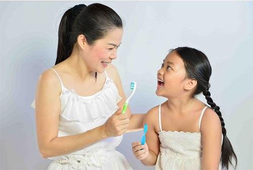 4 thói quen có hại cho răng trẻ hầu hết phụ huynh không ngờ tới