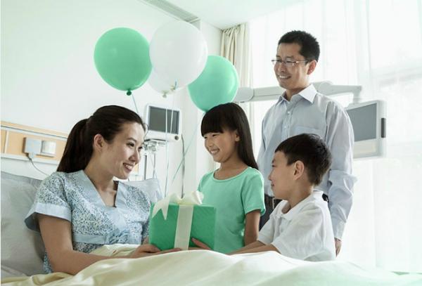 Mỗi gia đình phải dành khoản tiền không nhỏ cho khám chữa bệnh, điều trị y tế.