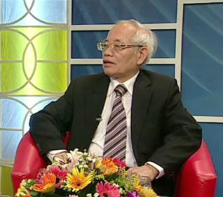Bác sĩ cao cấp Nguyễn Văn Lộc -Trưởng khoa hô hấp, nguyên Phó giám đốc bệnh viện Nhi Trung ương.