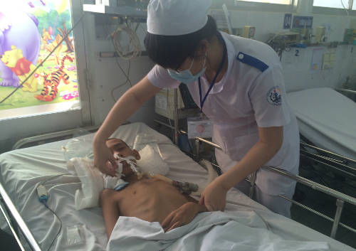 Bệnh nhi điều trị viêm não tại Khoa Nhiễm BV Nhi đồng 1 (TP HCM). Ảnh: Lê Phương.