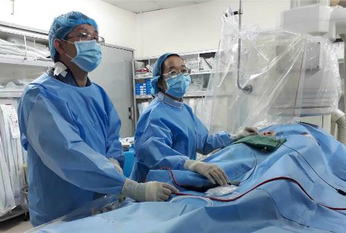 Bệnh nhân được điều trị rối loạn nhịp này bằng đốt với sóng cao tần qua catheter. Ảnh: T.P