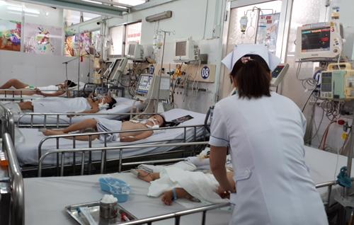 Nhiều em bé phải điều trị thở máy nhiều tháng,chịu di chứng nặng nề về thần kinh, sống đời sống thực vật vì cha mẹ không tiêm văccxin viêm não Nhật Bản cho con.