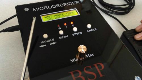 Hệ thống Microdebrider, còn gọi máy bào mô kỹ thuật số được bác sĩ Phước cải tiến để ứng dụng hiệu quả trong nhiều phẫu thuật tai mũi họng khoảng 2 năm nay.