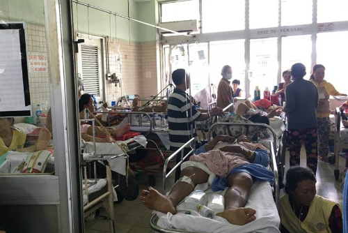 Bệnh nhân tại Bệnh viện Chợ Rẫy thường trong tình trạng quá tải. Ảnh: N.H