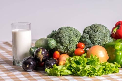 Chế độ ăn uống đủ dưỡng chất cần thiết cho mọi người.