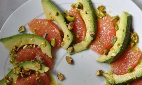 cach-lam-salad-buoi-bo-duong-cho-nhung-ngay-nghi-le
