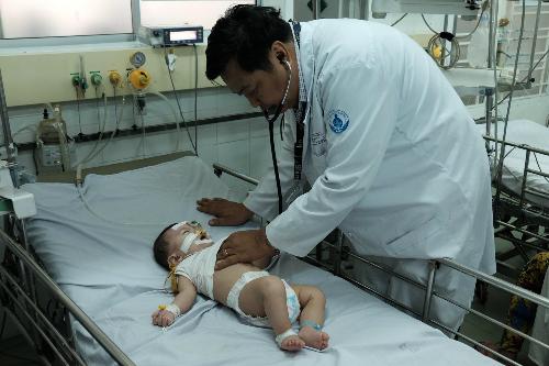 Mỗi tháng BV Nhi đồng 1 cấp cứu khoảng 10 trẻ cấp cứu liên quan đến co giật, động kinh. Ảnh: T.P