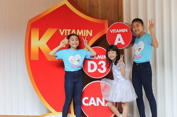Bộ ba vi chất Vitamin K2, Canxi và vitamin D sẽ giúp dẫn canxi vào xương, giúp tối ưu chiều cao của trẻ