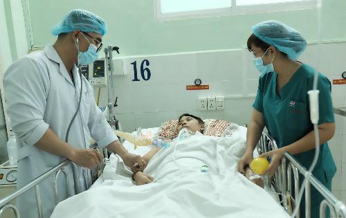 Chị Linh hiện vẫn đang được điều trị tích cực. Ảnh: L.P
