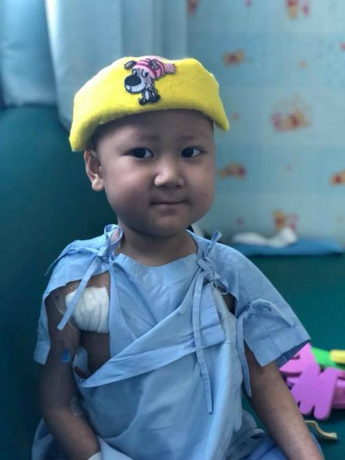 Quang Minh đang được điều trị tại Thái Lan. Ảnh: H.N