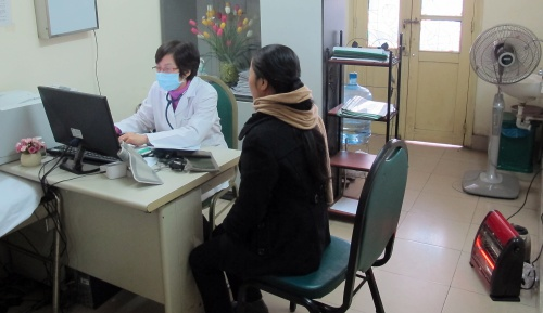 Bệnh viện Bạch Mai trang bị máy sưởi tại một số phòng khám. Ảnh: N.P.