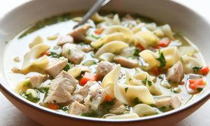 Vì sao ăn súp gà giúp giải cảm lạnh?