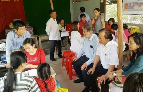Các chuyên gia Viện nghiên cứu Y khoa Woolcock (Úc) và Chương trình Chống Lao Quốc gia của Việt Nam