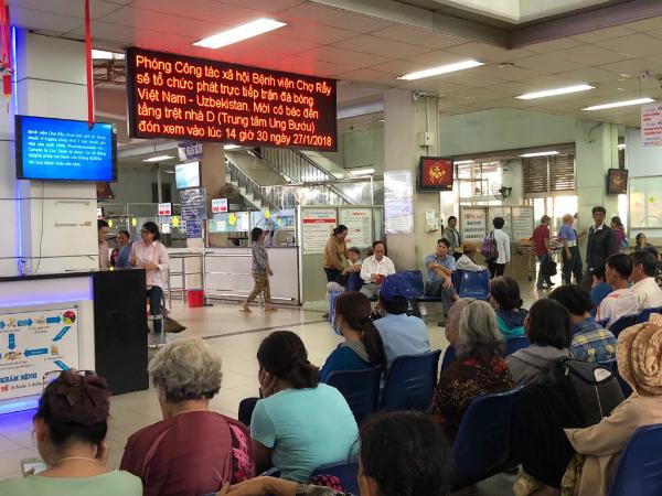 Màn hình LCD tại Bệnh viện Chợ Rẫy.