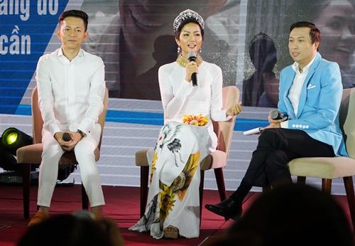 Hoa hậu HHen tham gia tọa đàm ủng hộ dự án bảo hiểm y tế dành cho bệnh nhân HIV vềtrò chuyện cùng cộng đồng người có H