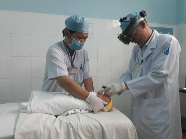 Trẻ tầm soát bệnh lý võng mạc sinh non tại Bệnh viện Nhi đồng 1.