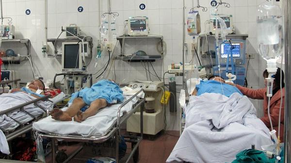 9 máy thở khu vực Cấp cứu đều đã được sử dụng hết. Ảnh chụp tại Bệnh viện 21h ngày 30 Tết: Nam Phương.