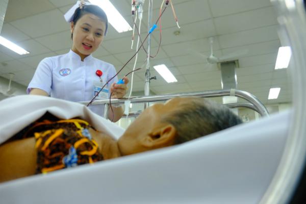 Bệnh nhân cấp cứu tại Bệnh viện Chợ Rẫy dịp Tết. Ảnh: H.L