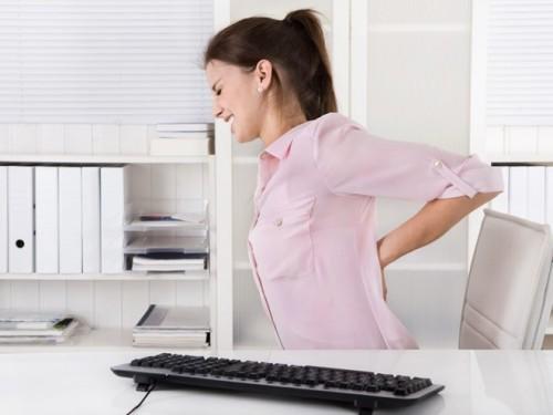Tư thế ngồi sai hoặc thời gian ngồi lâu dễ gây bệnh cơ xương khớp. Ảnh minh họa: News.