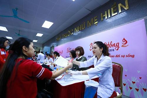 Qua 10 kỳ tổ chức, Lễ hội Xuân hồng tại Hà Nội đã thu hút 190.000 lượt người tham dự và tiếp nhận 60.300 đơn vị máu.