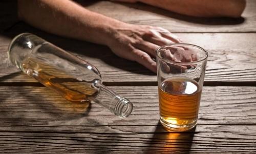 Người đàn ông bị 'vỡ thực quản' vì nôn ói sau uống rượu