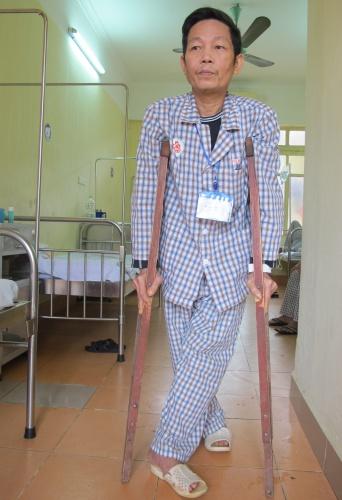 Khát khao được tự đi trên đôi chân của người bệnh khớp
