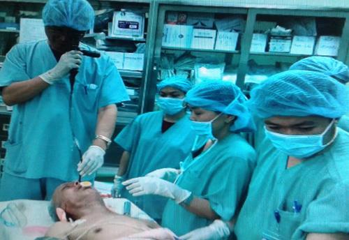 Bệnh nhân trong ca phẫu thuật. Ảnh: N.T.