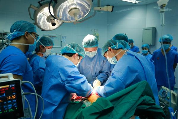 Ca ghép phổi kéo dài gần 8 giờ. Ảnh: Bệnh viện cung cấp.