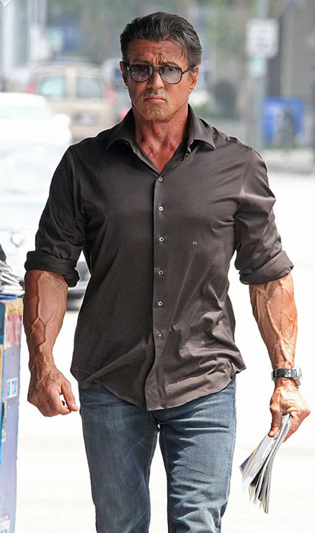 Stallone vẫn giữ được phong độ hình thể dù đã bước sang tuổi 71. Ảnh: BL.