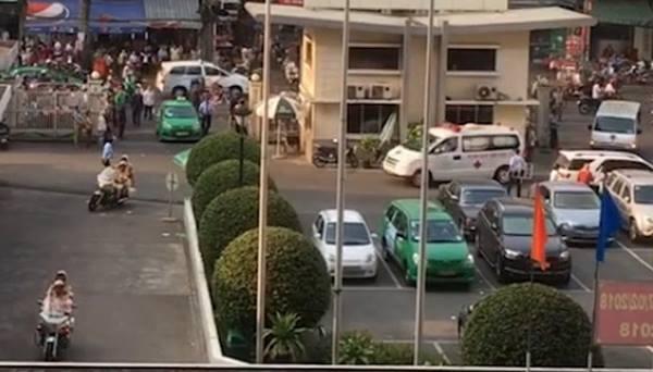 Hai xe cảnh sát làm xong nhiệm vụ hộ tống quả tim từ sân bay Tân Sơn Nhất về Bệnh viện Chợ Rẫy. Ảnh bệnh viện cung cấp.