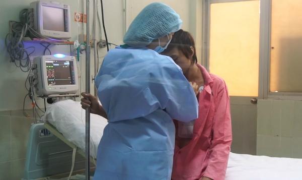 Chàng trai được chăm sóc hậu phẫu trong phòng cách ly tại Bệnh viện Chợ Rẫy. Ảnh: C.R