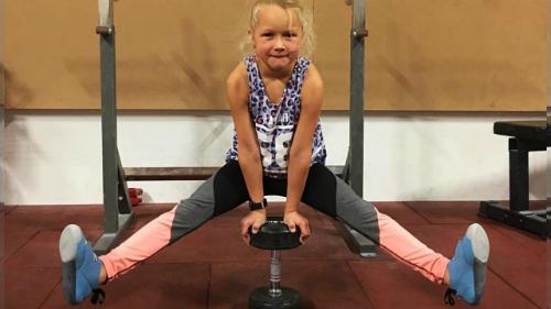 Bé gái 8 tuổi tập luyện như ninja