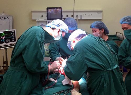 Các bác sĩ phẫu thuật bảo tồn cánh tay thay vì cắt cụt. Ảnh: Bệnh viện cung cấp.