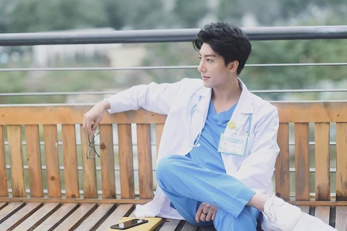 Chàng bác sĩ sản khoa chi một tỷ đồng phẫu thuật thẩm mỹ
