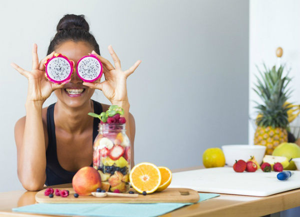 Chế độ dinh dưỡng cân bằng sẽ giúp bạn nuôi dưỡng mắt khỏe.