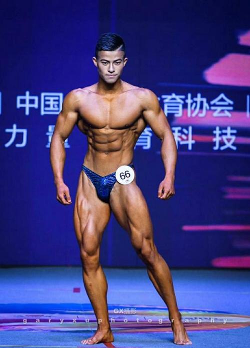 Thân hình vạm vỡ nhờ ăn 70 lòng trắng trứng mỗi ngày của Zhang Nu. Ảnh: Medium.
