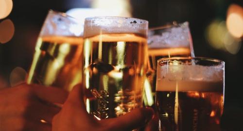 Chi phí cho tiêu thụ bia ở Việt Nam bình quân khoảng hơn 300 USD một người một năm, trong khi chi tiêu cho y tế bình quân chỉ là 113 USD.