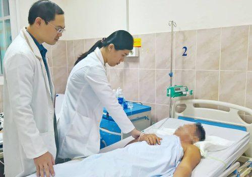 Cứu sống bệnh nhân bị đứt rời mạch máu mạc treo gây hoại tử ruột sau khi té ngã. Ảnh: C.K