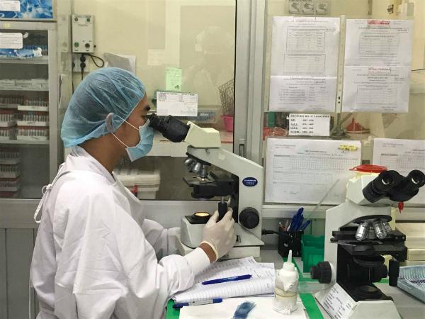 Xét nghiệm tại Bệnh viện Nhân dân Gia Định. Ảnh: L.P