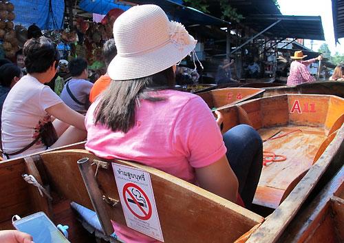 Mô hình chợ nổi không khói thuốc tại Thái Lan.