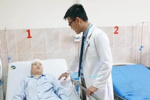 Kíp bác sĩ lấy trọn khối u não cứu sống bệnh nhân. Ảnh: C.K