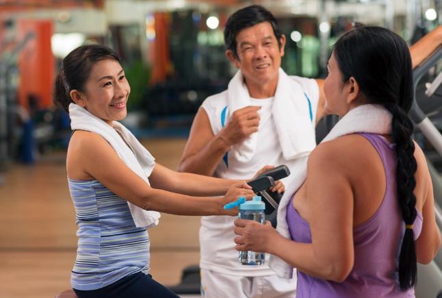 Bạn nên bổ sung đủ nước cho cơ thể khi tập gym để hạn chế tình trạng chóng mặt.