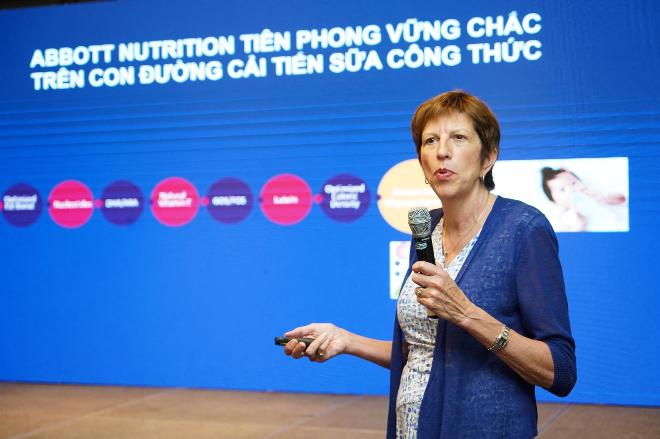 (Ảnh) Tiến sĩ Barbara Marriage - Trưởng nhóm nghiên cứu khoa học dinh dưỡng nhi khoa toàn cầu tại Abbott