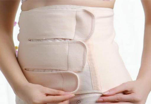 Lạm dụng đai nịt bụng có thể gây ra chứng trào ngược dạ dày - thực quản, kích ứngda. Ảnh: GGS