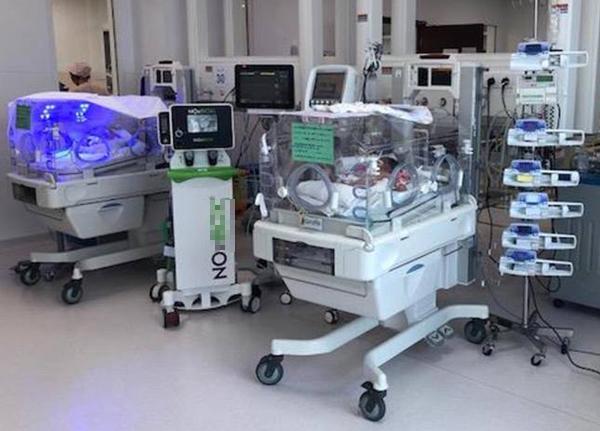 Bệnh nhi được thở máy khí NO. Ảnh bệnh viện cung cấp.