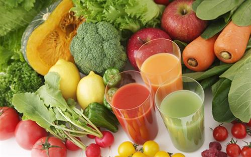 Bổ sung nước vào ngày nắng nóngbằng những loại rau của quả giàu nước, vitamin.