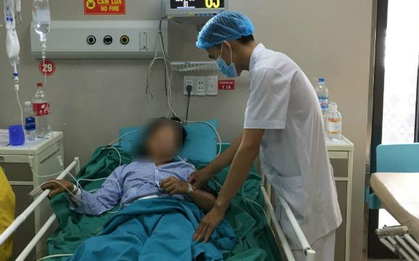 Bệnh nhân đangđược chăm sóc tích cực sau phẫu thuật. Ảnh: L.Q