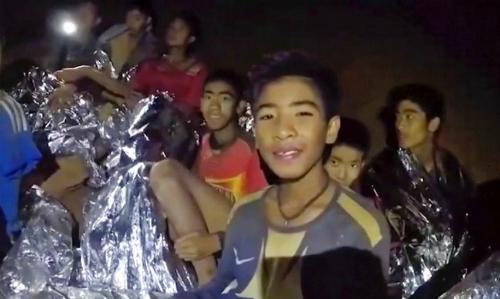 Đội bóng Lợn Hoang (Thái Lan) trải qua nhiều ngày nhịn đói do mắc kẹt trong hang. Ảnh: AP.